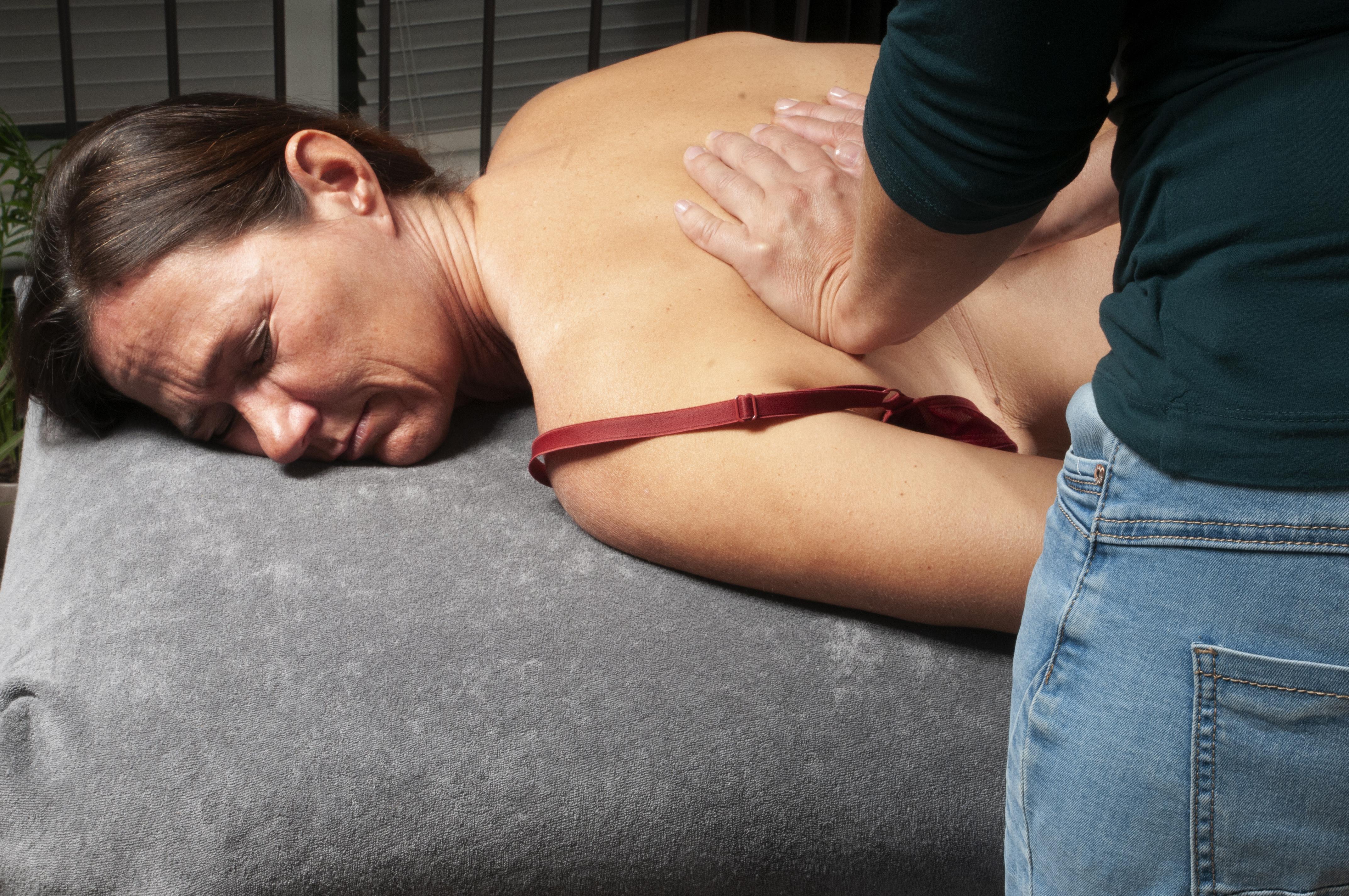 Haptotherapie - onderzoek door aanraking hoe klant omgaat met druk